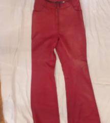 Crvene kožne pantalone