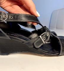 MUBB-ove crne cipele
