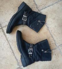 Crne kožne čizme br 38