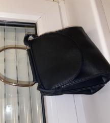 Crna kožna torbica