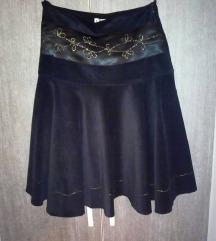 Crna somotna suknja