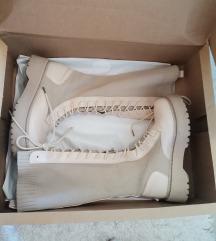 Zenske duge cizme na pertlanje