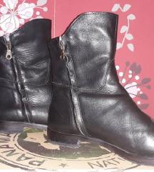 Odlične crne kožne italijanske cipele