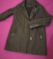 Odličan kaputić Amisu