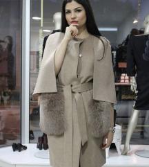 Prelep kaput od kasmira sa prirodnim krznom
