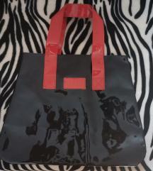 Lakovana torba