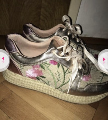 Prelepe moderne cipele patike