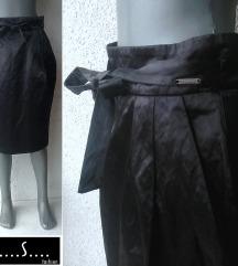 crna suknja saten br 36 ili 38 P..S..