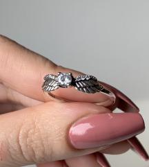 Prsten krila sa cirkonom