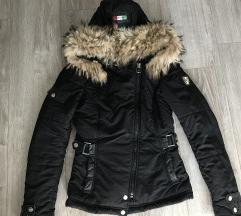Žensak jakna sa pravim krznom i detaljima koze