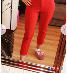 Reserved crvene pantalone