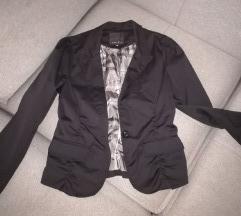 Crni sako par puta obucen