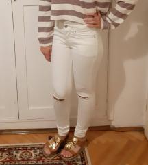 Nove Bershka bele moderne pantalone XS/S danas 750