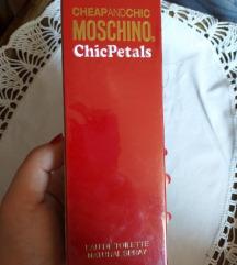 ** Moschino Chic Petals AKCIJA **