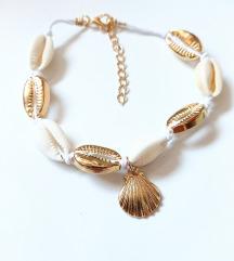 Zlatno bela školjke nanogica