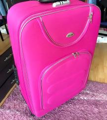 Veliki roze kofer