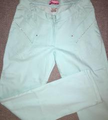 Nove svetlo plave pantalone