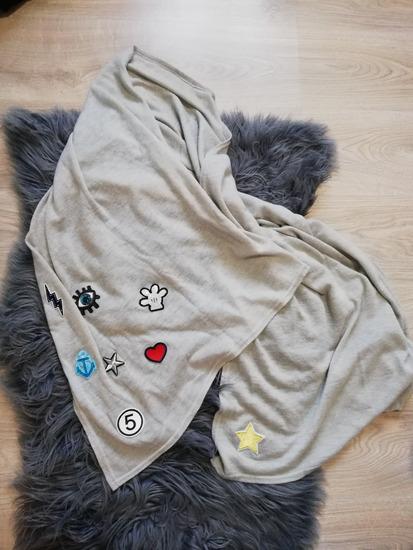 Siva velika marama sa stikerima