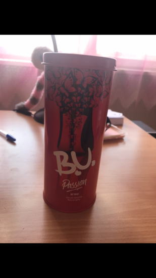 B.U. parfem (crveni)