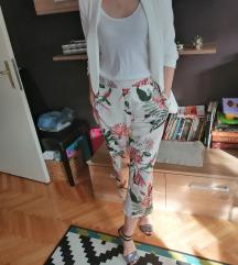 Pantalone sa cvetnim printom