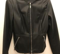 Kratka kozna jakna sa zipovima