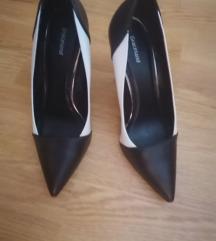 Crnobele cipele -PONUDITE CENU