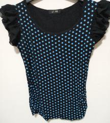 Crna majica na plave tufnice