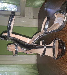 Metalik srebrne sandale, br.36