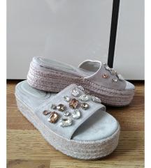 Prelepe papuce sa cirkonima i plutom