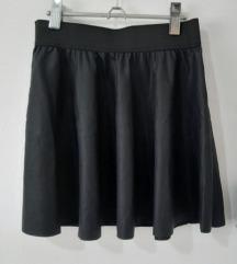 Crna suknja od poliestera (kao eko koža)