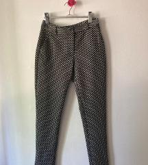 Elegantne tufnaste pantalone  vel L