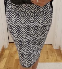Uska suknja ispod kolena