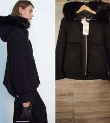 Nov sa et Zara crni kartki kaput sa krznom M