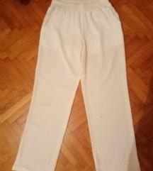 Letnje bele pantalone