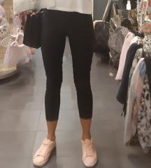 Sportina crne pantalone