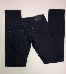 Rastegljive teget pantalone