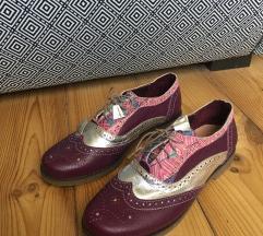 Nove kožne divne cipela