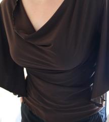 Tamno braon majica zanimljivih rukava