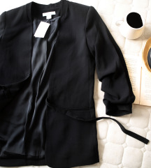 Hm crni sako sa pantljikom, vel. 38