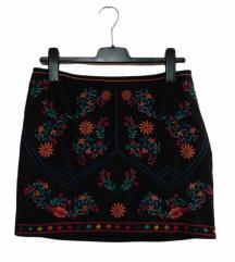 C&A nova crna suknja sa vezom