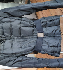 Zara crna zimska jakna