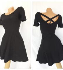 H&M DIVIDED reljefna crna haljina ukrštenih leđa
