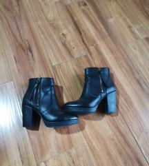 Kratke cizme 38