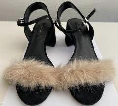 Zara sandale sa krznom