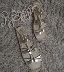 Nove sandale 39
