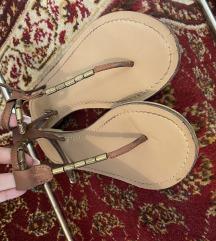 Accesorize kozne sandale
