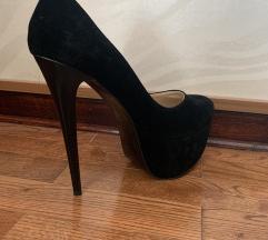Crne plišane cipele na štiklu