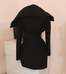 Amisu crni kaput