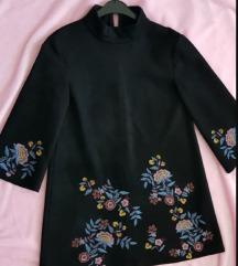 Mini crna haljina antilop sa vezom
