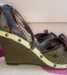 Maslinaste sandale sa nitnama nove